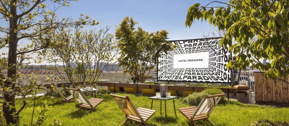 641414-l-hotel-paradiso-devoile-son-rooftop-avec-cinema-en-plein-air